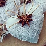 Dekorácie - Vianočné srdiečka s badyánom - 10130185_