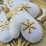 Dekorácie - Vianočné rukavičky - zlaté - 10130979_