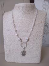 Anjel - náhrdelník s bielymi perlami - bižutérny kov
