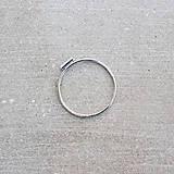 Prstene - Strieborný prsteň s mini čiarkou - 10131321_