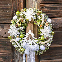 Dekorácie - Zimný veniec na dvere so stromčekom - 10132211_