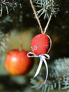 Dekorácie - Vianočná ozdoba - orechy červené - 10129780_
