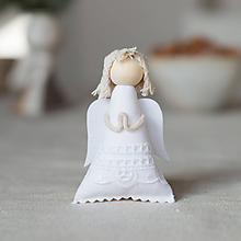 Dekorácie - Anjelik na zavesenie biely sviatočný - 10130452_