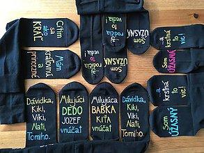 Obuv - Maľované čierne ponožky s pestrofarebnými nápismi na želanie - 10132016_