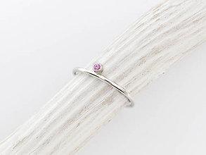 Prstene - 925 Strieborný prsteň s rúžovým zafírom Neha - 10133533_