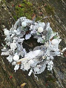 Dekorácie - ZĽAVA Biely vianočný zasnežený venček - 10132894_