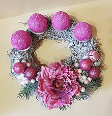 Dekorácie - zasnežený adventný veniec ružový 30 cm - 10132905_