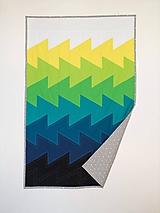 Úžitkový textil - Moderná patchwork deka Vlny - 10135453_