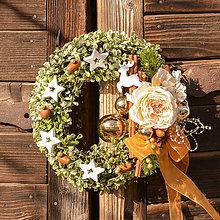 Dekorácie - Zimný venček s ružou - 10136201_