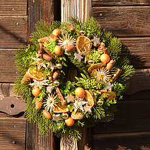 Dekorácie - Zimný venček s ovocím - 10136412_
