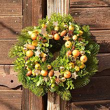 Dekorácie - Zimný venček na dvere s ovocím - 10136666_