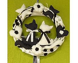 Dekorácie - Celoročný Veniec venček na dvere alebo do interiéru - Mačička mačičky (priemer 30 cm - Čierno-biela) - 10132544_