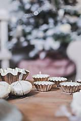 Svietidlá a sviečky - Sójové čajové sviečky vo vintage formičkách - rôzne vône - 10134908_