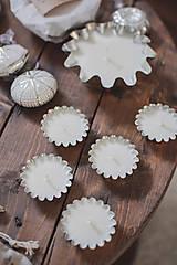 Svietidlá a sviečky - Sójové čajové sviečky vo vintage formičkách - rôzne vône - 10134910_