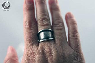 Prstene - Strieborný nastaviteľný prsteň s textúrou - 10138069_