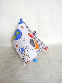 Hračky - Montessori hracie vrecúško s hrkálkou vesmír - 10141164_