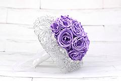 Saténová kytica svadobná fialová ruže