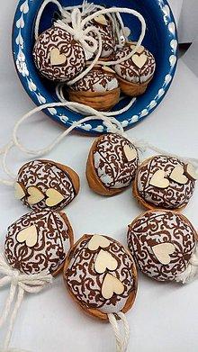 Dekorácie - Oriešky hnedé so srdiečkom - 10140066_