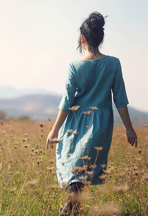 Tyrkysově modré šaty lněné