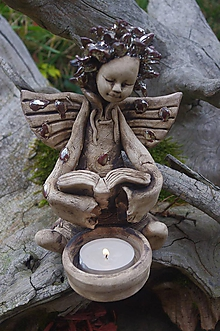 Socha - anjel s knižkou a svietnikom - 10144655_