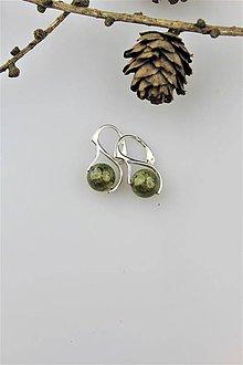 Náušnice - granát smaragdový náušnice v striebre (ródiované striebro) - 10147321_