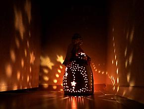Svietidlá a sviečky - anjelska aromalampa - anjelik s kvetom - 10146381_