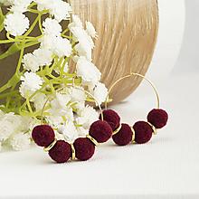 Náušnice - Malé kruhové náušnice s brmbolčekmi - mahogany - 10147377_