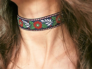 Náhrdelníky - Folklórny biely červený modrý čierny kvetinový choker - náhrdelník obojok  (23 mm) - 10143908_