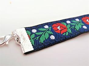 Náramky - Folklórny biely červený modrý čierny kvetinový náramok  (18 mm - Modrá) - 10144977_