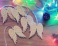 Dekorácie - Vianočné drevené ozdoby - Anjelské krídla 5 ks - 10143585_
