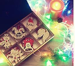 Dekorácie - Detské maľované Vianočné drevené ozdoby v krabičke -  24 ks - 10143626_