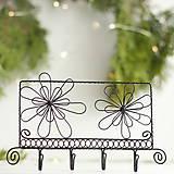 Nábytok - vešiak s kvetmi - 10149632_