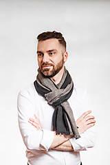 Doplnky - Pánsky exkluzívny ľanový šál s koženým remienkom - 10150306_