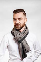 Doplnky - Pánsky exkluzívny ľanový šál s koženým remienkom - 10150312_