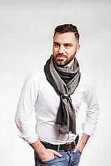 Doplnky - Pánsky exkluzívny ľanový šál s koženým remienkom - 10150321_