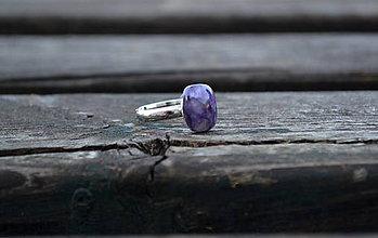 Prstene - Čaroit rhodiovaný prsteň Ag 925 /1000 - 10152111_