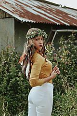 Ozdoby do vlasov - Prírodný lesný venček s perím - 10150487_