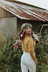 Ozdoby do vlasov - Prírodný lesný venček s perím - 10150489_