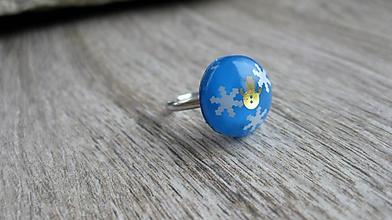 Prstene - Živicový prsteň guľatý - chirurgická oceľ (zimný s vločkami a snehuliakom, č. 2480) - 10151545_