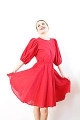Šaty - Bavlnené šaty s 3D bodkami a majestátnymi rukávmi - 10148298_