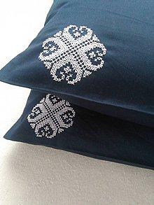 Úžitkový textil - Snívam (vankúš s ručnou výšivkou) - 10153827_