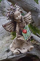 Socha - anjel s lienkou - 10152770_