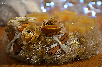 Dekorácie - Adventný veniec s vôňou  pomaranča - 10156569_