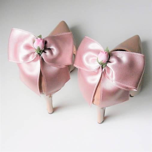0f454d8bda36 Klipy na topánky - púdrové staroružové mašle s ružičkou   Safron ...