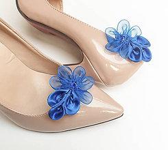 Obuv - Kráľovsky modré kvetinové klipy na topánky (Modrá) - 10156087_
