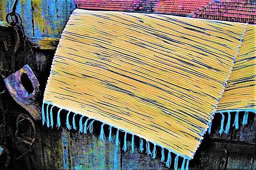 Tkaný koberec žlto-čierny