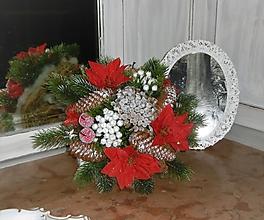 Dekorácie - Zimná kytica s kvetmi vianočnej ruže - 10159256_