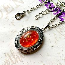 Náhrdelníky - Oval Amber Locket Necklace / Oválny otvárací medailón s jantárom /1214 - 10159126_