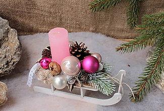 Svietidlá a sviečky - Vianočný svietnik_ ružové sane - 10160518_