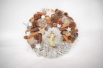 Dekorácie - Vianočný veniec s anjelom - 10159836_